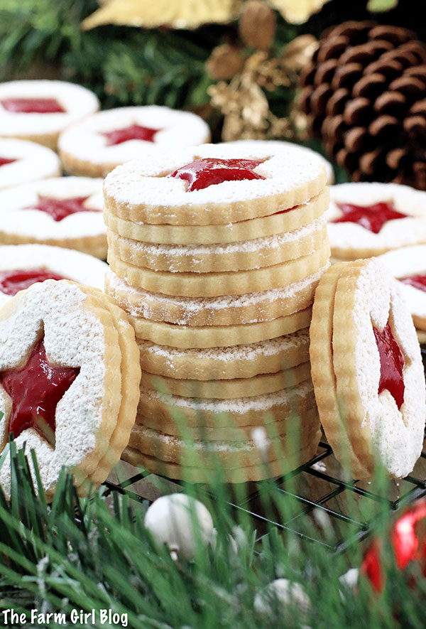 A super easy cookie recipe that will make your taste buds dance! Crunchy at first, before they're assembled, but soften once they absorb the jam filling. Either way, they are so delicious and bursting with raspberry flavor! You simply won't be able to resist going for more! That is, if the kids leave any... They look beautiful, delicate and festive. Perfect for the winter holiday season with a snow-sprinkled design.